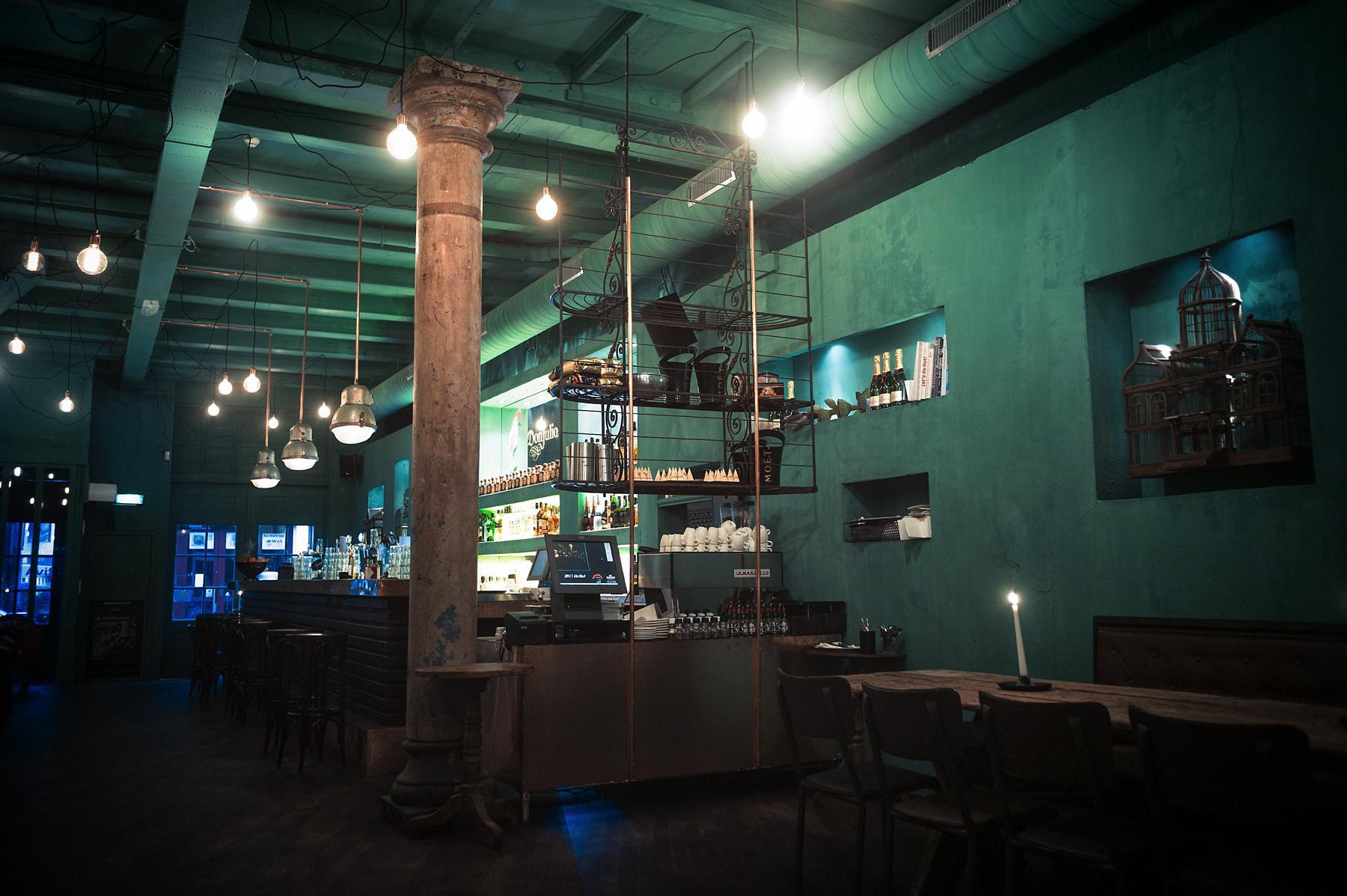 Roses Cantina bar binnenkomst