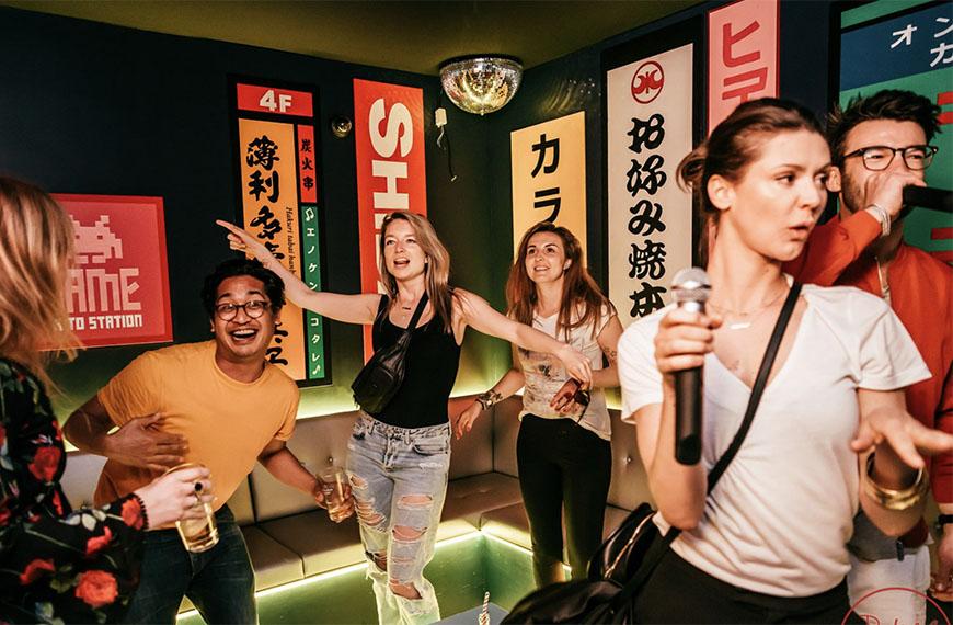 Cocktails & Karaoke bij Duke of Tokyo