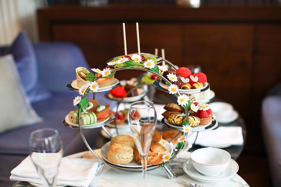 Voor een Afternoon Tea beleving ga je naar het Waldorf Astoria