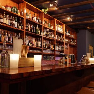 Cocktails en live muziek bij The Jitterbug Saloon