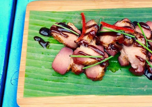 Caribische BBQ gerechten bij het nieuwe restaurant Boótoe