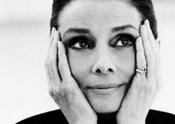 Intimate Audrey Hepburn in de Beurs van Berlage