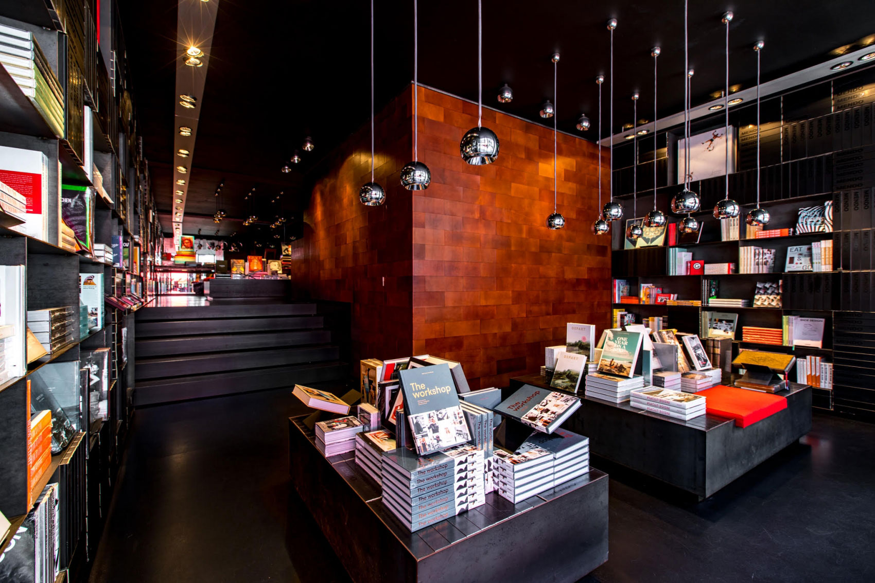 Amsterdammers kopen hun boeken bij de Amsterdamse boekhandel