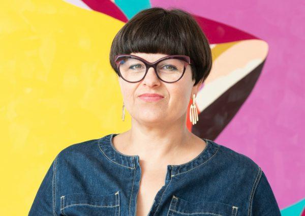 De kleurrijke, erotische kunst van Helen Beard nu in Reflex