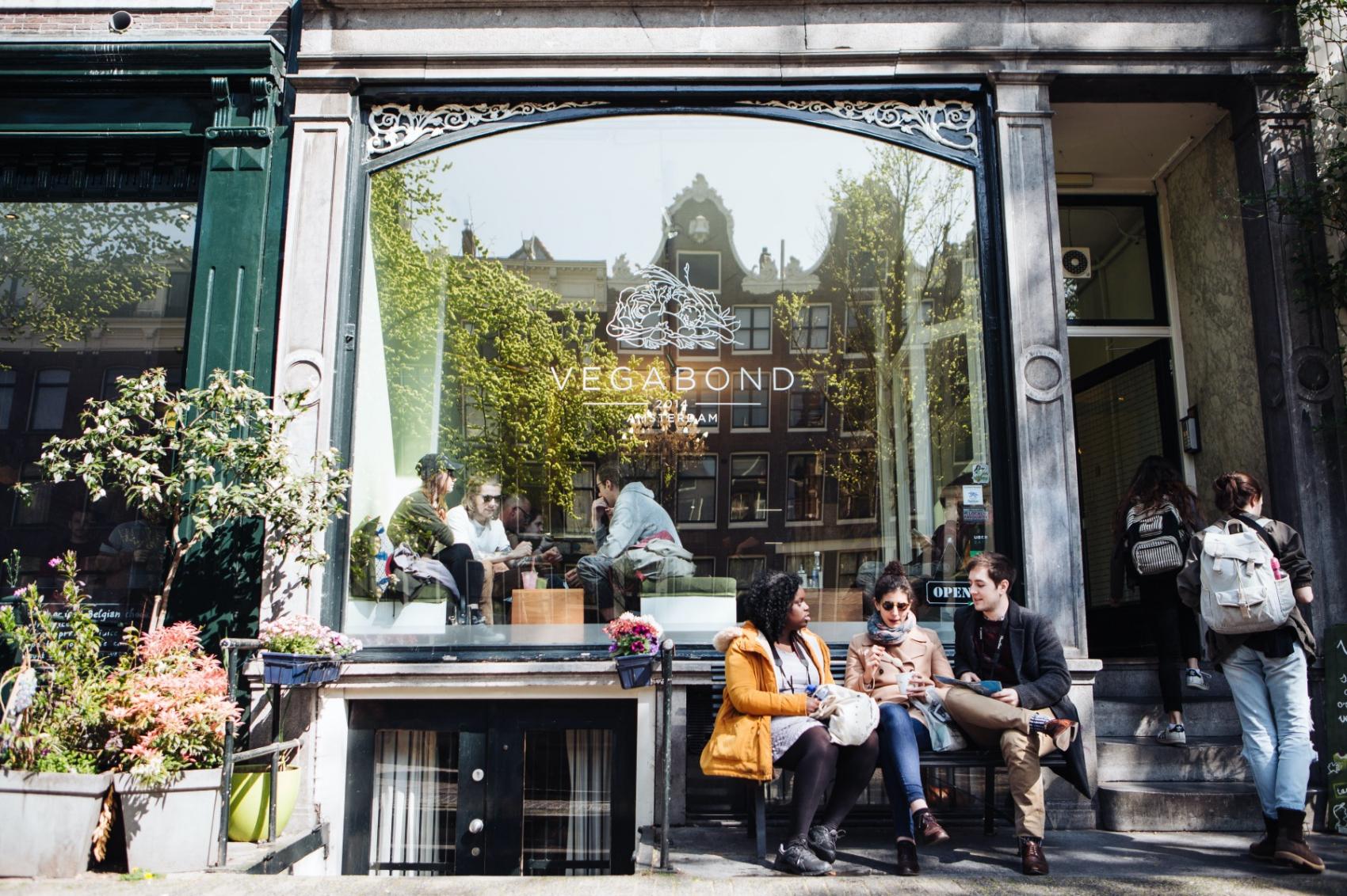 Vegabond: Veganistisch restaurant en mini supermarkt
