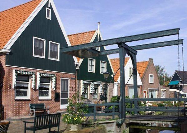 Giethoorn & Volendam Tour