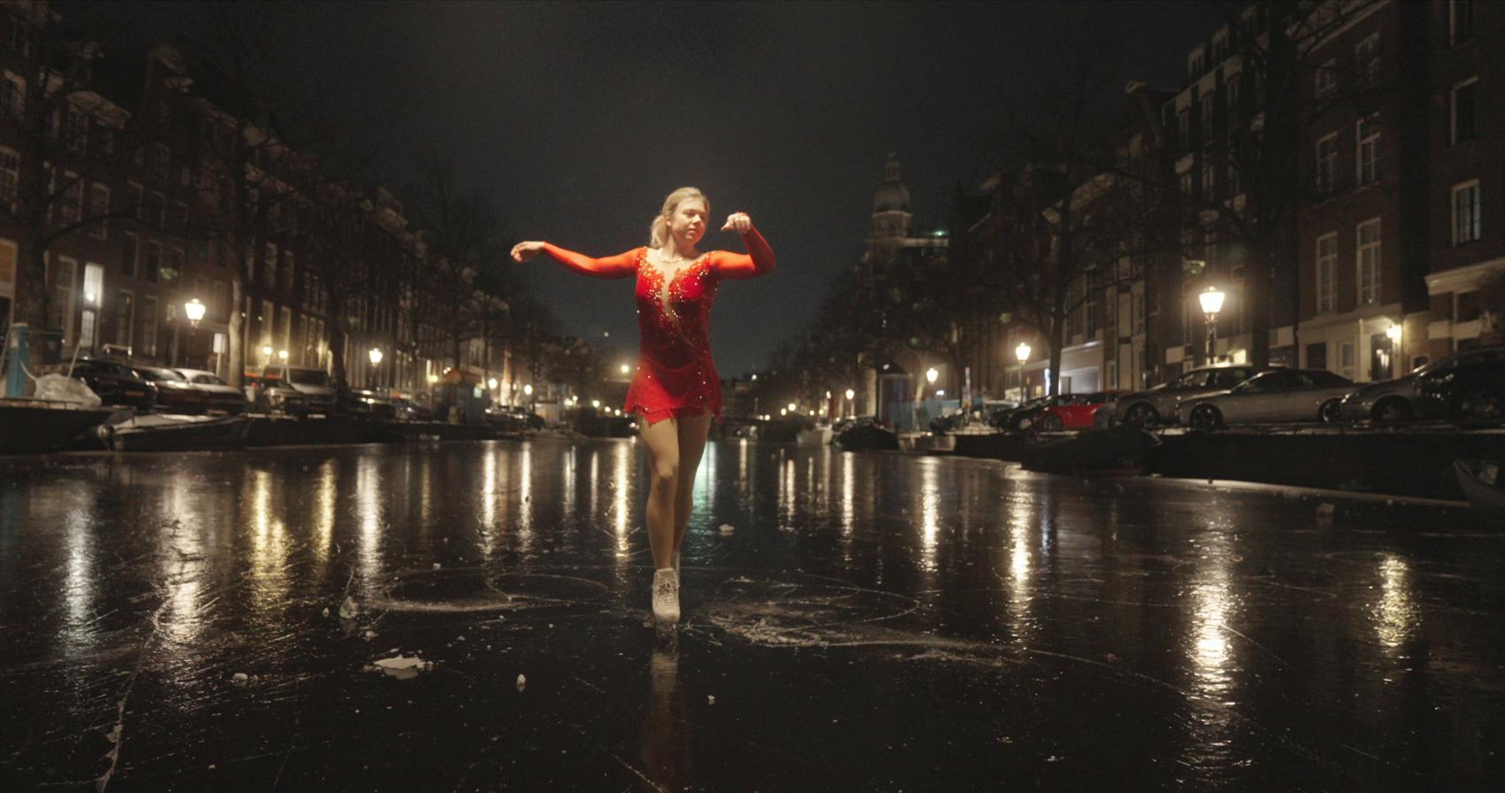 Niki Wories' nachtelijke ijsdans op de Keizersgracht