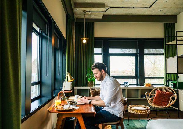 Huur een flexplek in lobby's en hotelkamers van luxe hotels